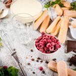 cocina-comida-italiana-postre-tiramisu-todos-ingredientes-necesarios-cacao-cafe-queso-mascarpone-menta-frambuesas_136595-7615